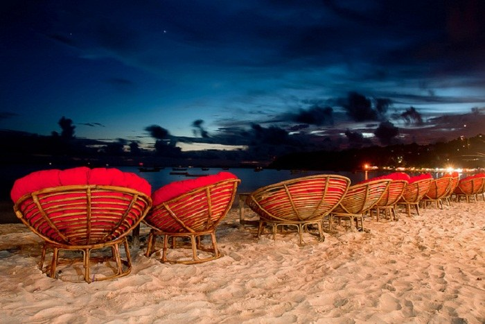 The set up at Occheuteal Beach, Sihanoukville. Photo by staticflickr.com