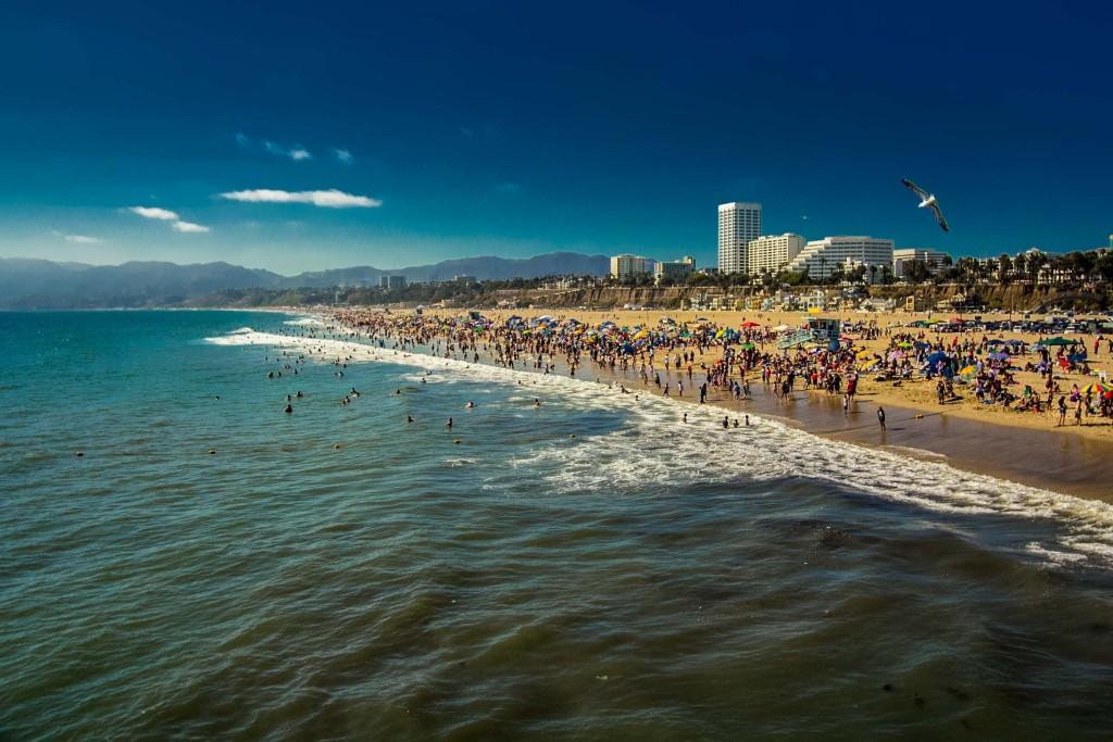 Santa Monica beach. Photo by viewwallpaper.com