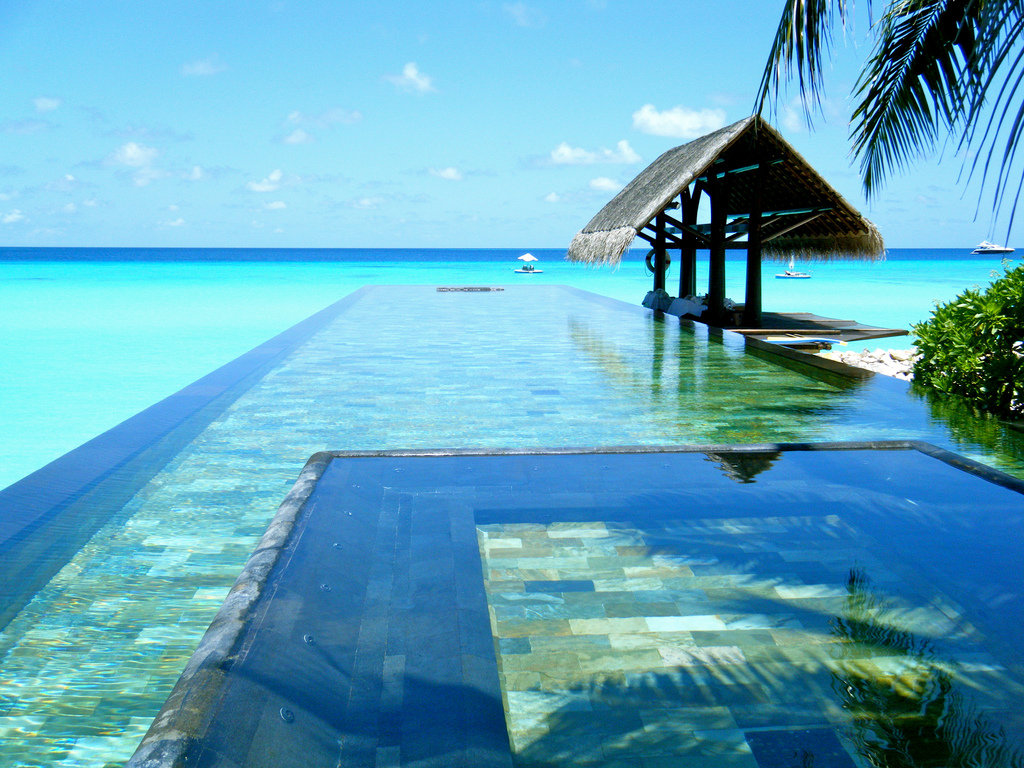 The One & Only Resort Reethi Rah has an amazing infinity pool. Photo by Sarah Ackerman, Flickr