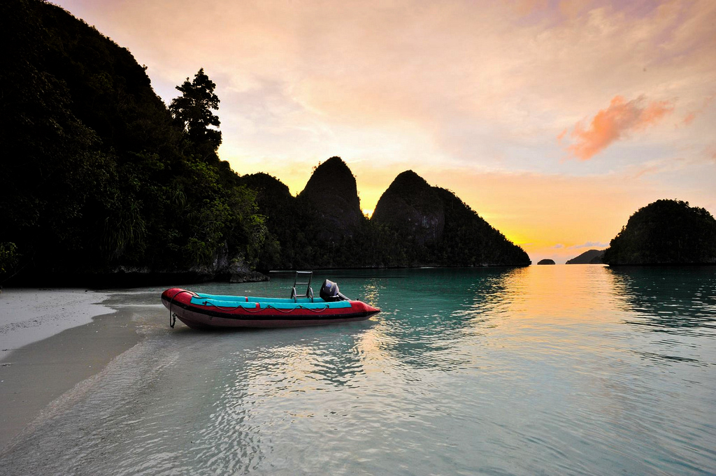 Just one of the amazing untouched beaches that these islands are blessed with. Photo by Tony Shih, Flickr