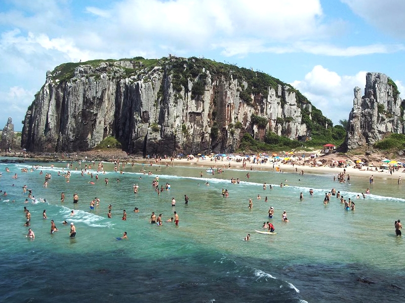 The beautiful beaches of Fernando de Noronha are popular among tourists. Photo by nataltouristguide.com