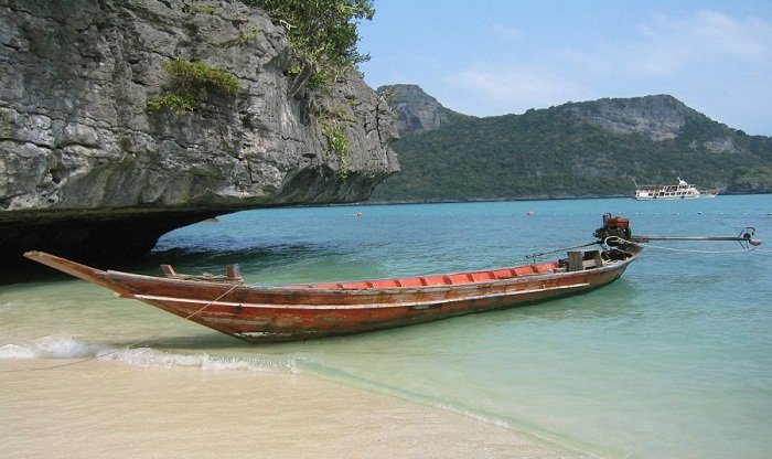 Take a boat ride and visit the small islands. Photo by lifesgreatadventures.com