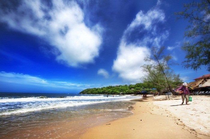 Take a walk on the beautiful Serendipity Beach. Photo by lostmanproject.com