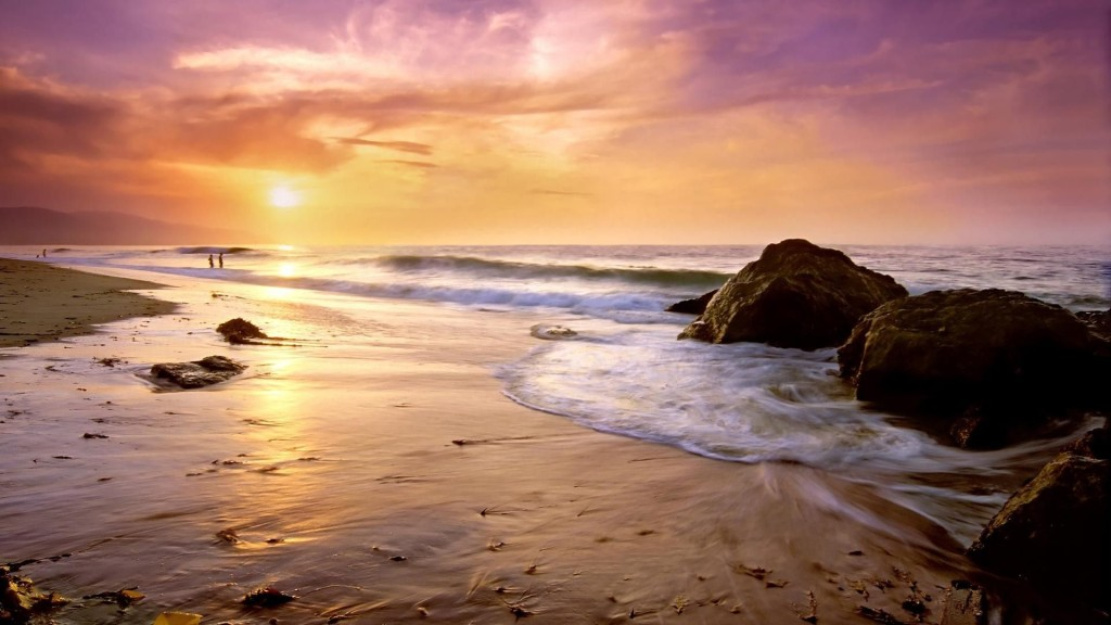 Malibu's Zuma Beach. Photo by wallpapersdesign.net.