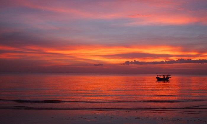 Otres Beach, Sihanoukville. Photo by nomadicnotes.com