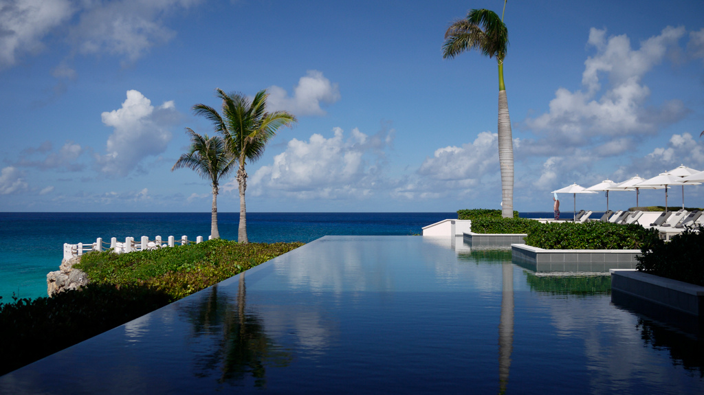 Relax by the pool at the Viceroy Anguilla. Photo by Minamish, flickr