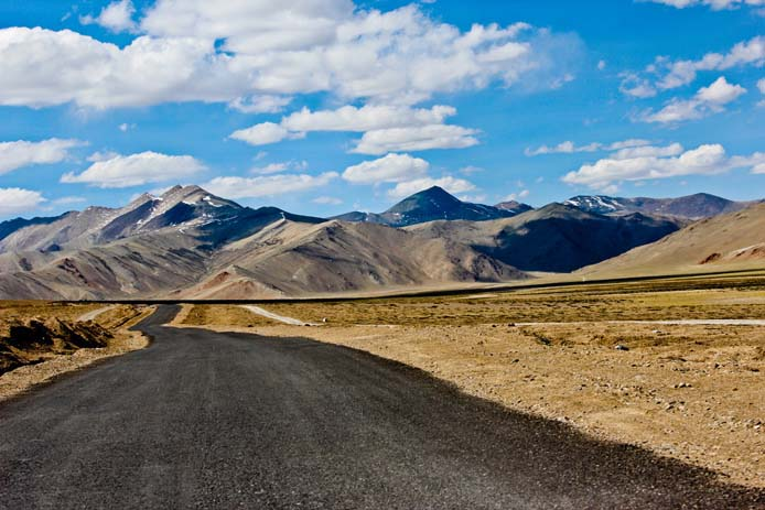 The long road to Leh. Photo by Saad Faruque, Flickr.