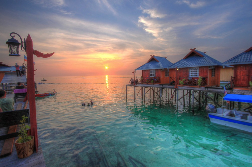 lesser known islands in south-east asia:  A sunset on Mabul Island. Photo by nikitasmits.wordpress.com