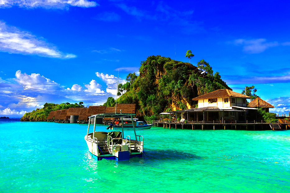 Georgous cerulean waters and perfect skies are everyday things in Raja Ampat. Photo by World Holiday Wide