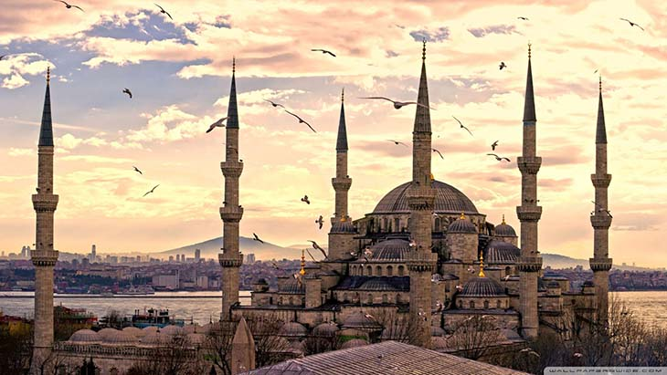 Why visit Istanbul, Turkey. The beautiful architecture. Photo by acempire