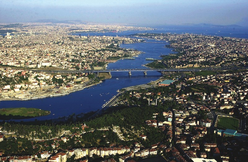Golden Horn estuary, Istanbul. Photo by extremesailingseries.com