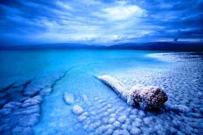 The Dead Sea salt clusters. Photo by wonderstourism.com