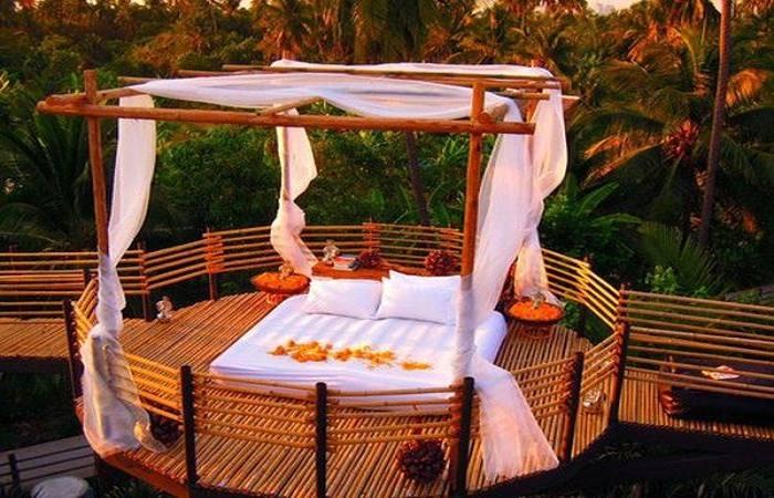 Hire a day bed at Bangkok Tree House. Photo by ecofriend.com