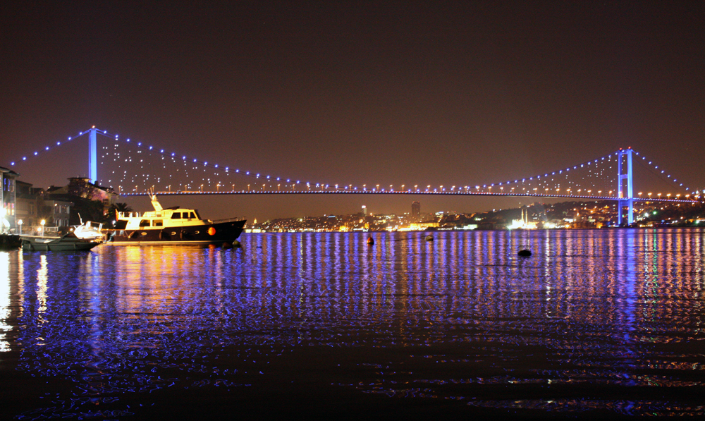 Bosphorus Bridge, Istanbul. Photo by deiantart.net