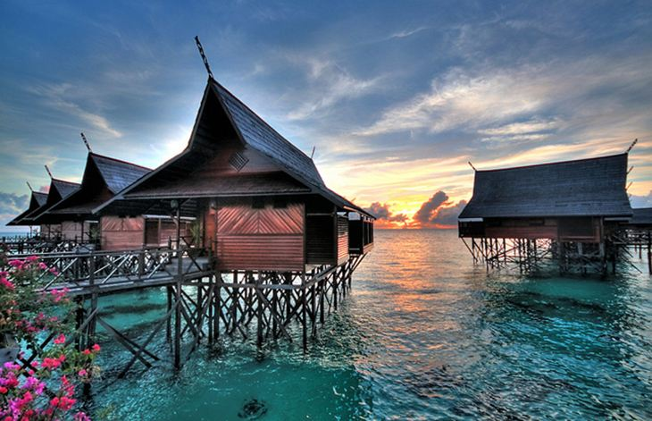 Overwater bungalows on Kapalai add to the oriental vibe of the place. Photo by Good Earth Sabah