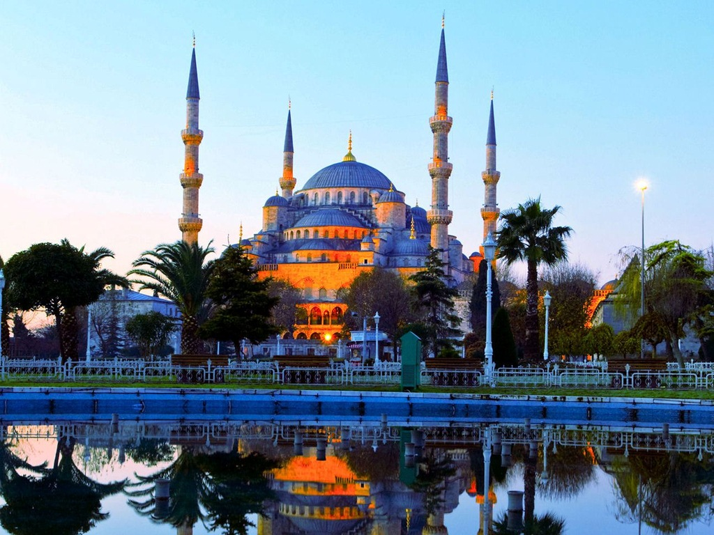 Visit some of the most beautiful mosques Istanbul has to offer. Photo by paradiseintheworld.com