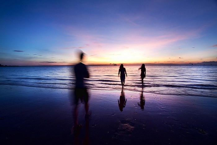You'll share some amazing, spontaneous moments with the people you meet whilst travelling - photo by Chris Ford, Flickr
