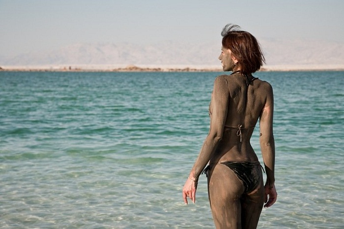 Cover yourself with mud from the Dead Sea for glowing skin. Photo by deadseajordan.info