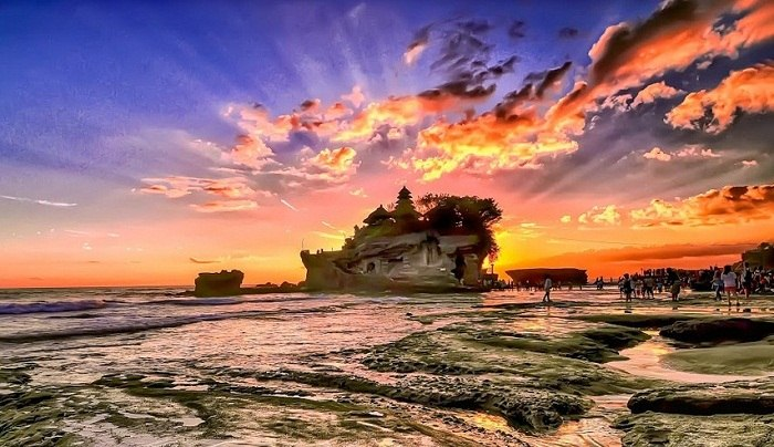 The temple of Tanah lot is a mystical place in Bali. Photo by Dida Melana