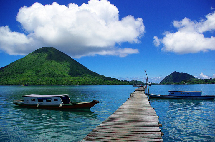 The volcanic Gunung Api can be seen from nearly everywhere in the Banda Islands. Photo by Jute, flickr