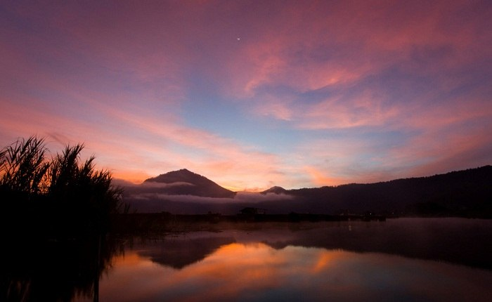 Sunrise over the placid Lake Batur near Bali's centre. Photo by Matthew Kenwrick, Flickr