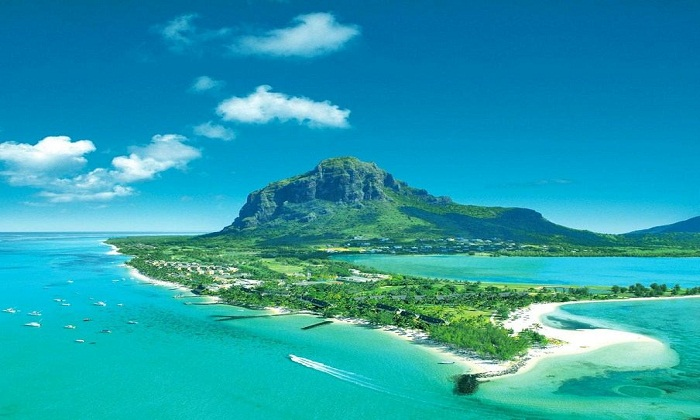 A bird's eye view of Mauritius. Photo by honeymoonpackagemauritius.com