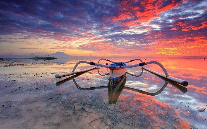 Fishing boats can be seen lining the beach at Padang Bai. Photo by Sunan Tara