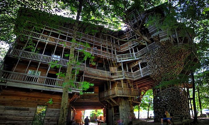 Ministers Treehouse Tennessee USA.Photoby boredpanda.com