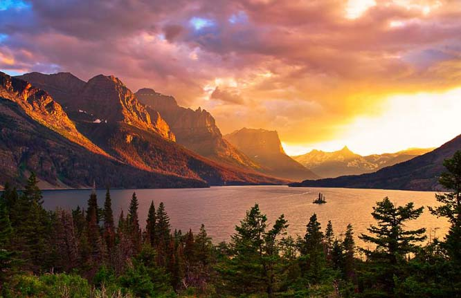 St Mary's Lake is the second largest lake in Montana. Photo via Shutterstock