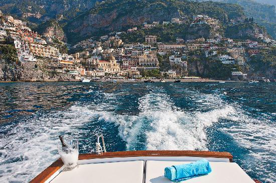 The cruise boats of Positano offer a beautiful view of the coast. Photo via pinterest