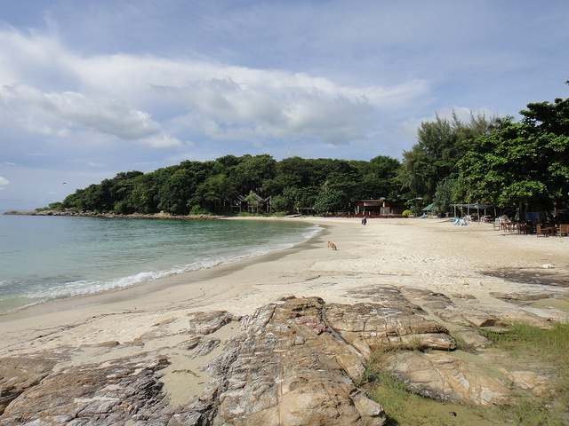 Koh Samet is close to Bangkok and is easily accessible. Photo via bangkok.simon