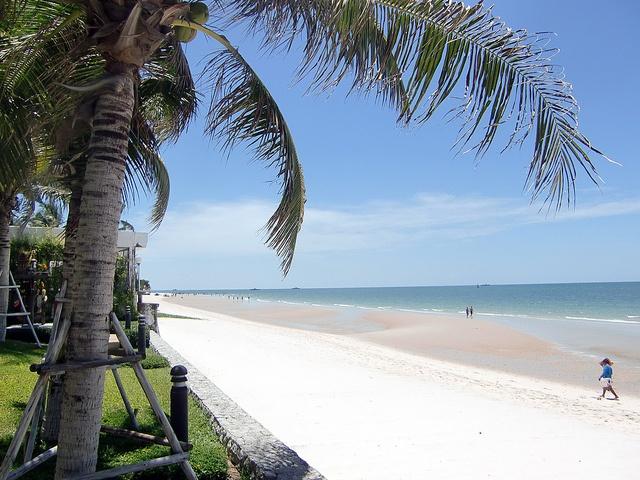 Hua Hin Beach located on Krabi. Photo via flickr