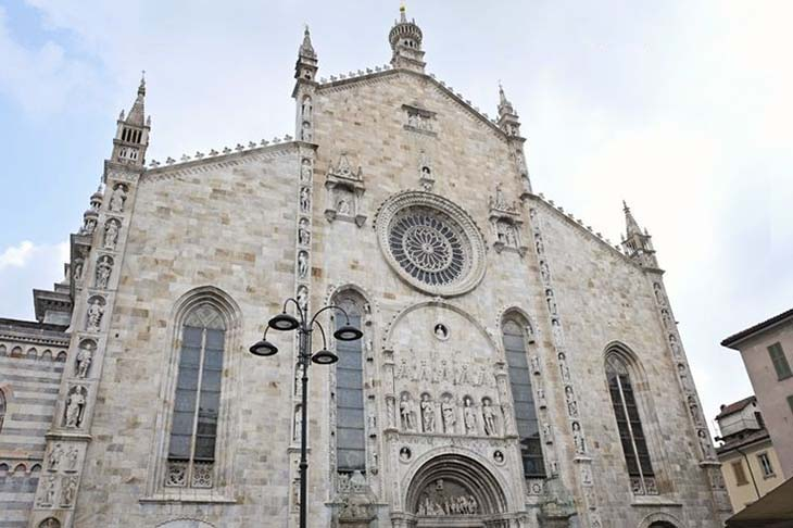 The Duomo of Como, such incredible architecture. Photo via whiteivory