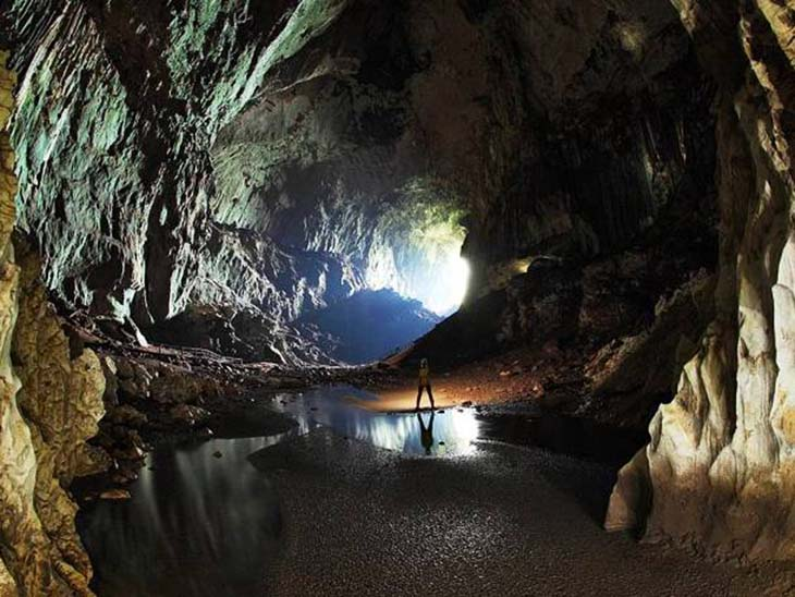 Deer Cave is a kilometre long show cave, home to numerous flora and fauna species. Photo by topDreamer