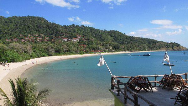 Kantiang Beach located on Ko Lanta Island. Photo via amazinglanta