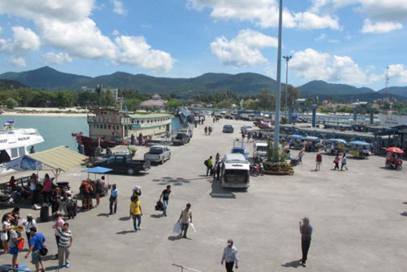 Busy Thong Sala Pier. This is the main port where passengers arrive. Photo via Global Travel Mate
