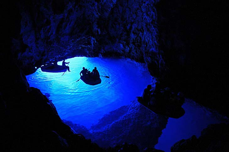 The beauiful blue cave in Croatia. Photo by blogcdn.com