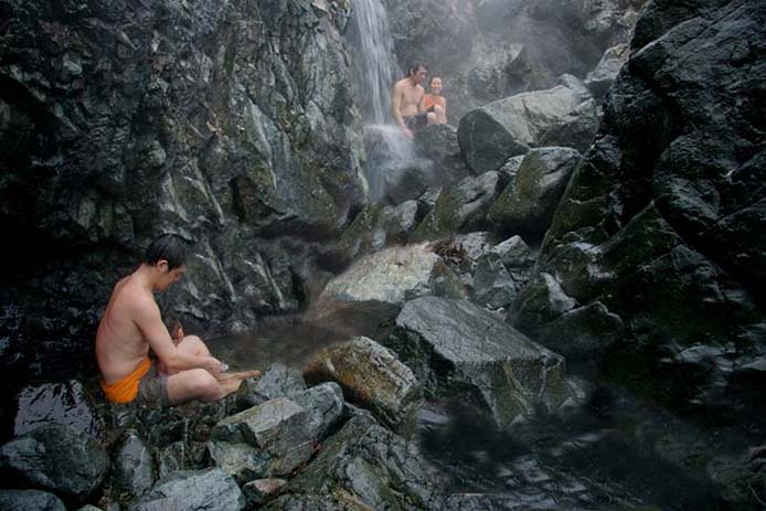 Hot Springs Cove Tofino. Photo via dcstudentadventures
