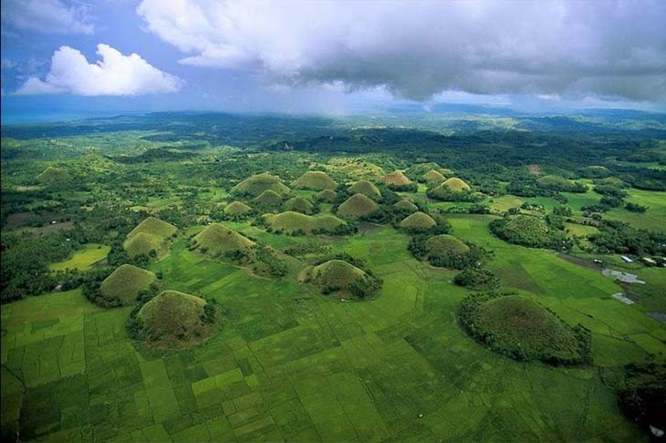 An aerial view of the Chocolate Hills in Bohol. Photo via ggpht