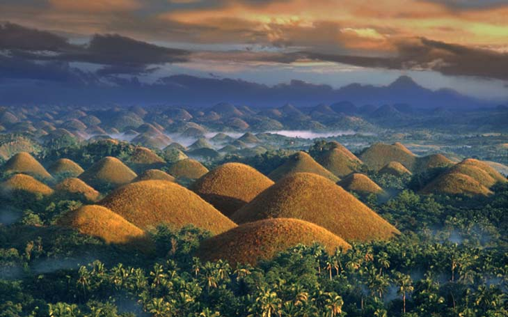 An amazing dusk night of the Chocolate Hills. Photo via Huffington Post