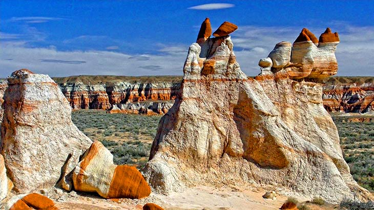 The discoloured rocks stretch out through the whole canyon. Photo by Kalaman Photography