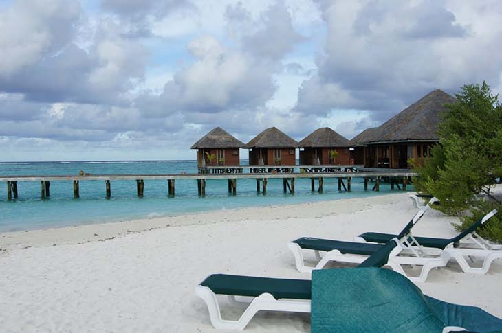 Just sit back and relax at the Meeru Island Resort and Spa. Photo via panoramio