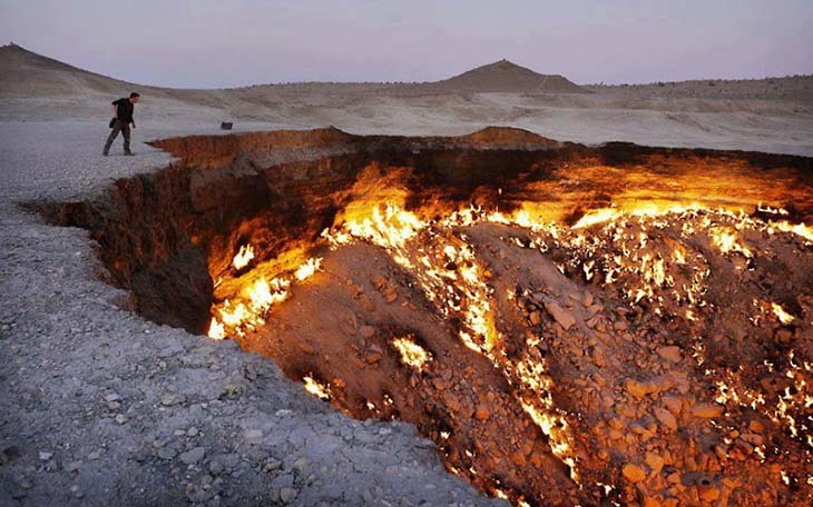 The Door to Hell, Turkmenistan. Photo by sometimesinteresting.com