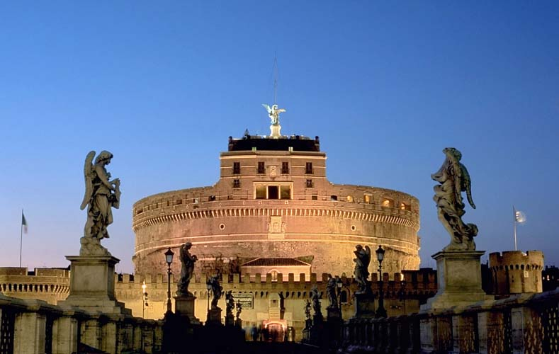 The Castel Sant Angelo at night. Photo via wikimedia