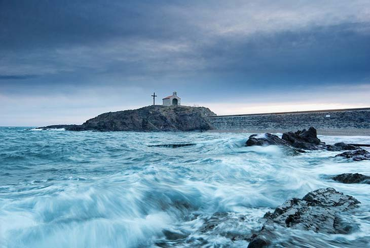 The sea cross in southern France. Photo by guillaume vassord