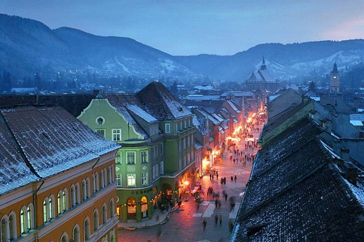 Make sure that you explore the incredible streets of Brasov, Transylvania. Photo via romaniadacia